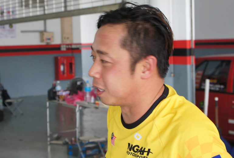 Seng Kiat troubleshoots his Satria racer on MSF Track Day